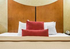 Quality Inn & Suites North/Polaris - Columbus - Phòng ngủ