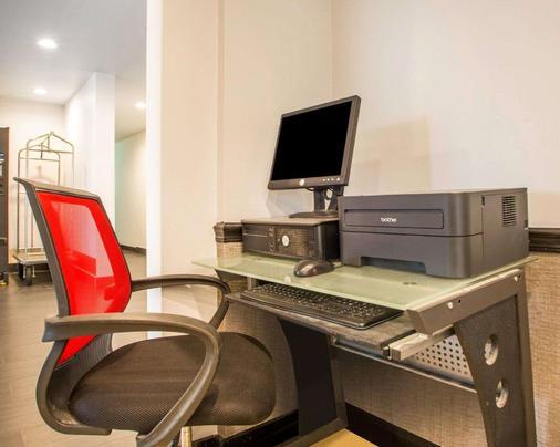 Quality Inn & Suites North/Polaris - Columbus - Khu vực làm việc
