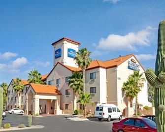 Baymont Inn & Suites Tucson Airport - Tucson - Building