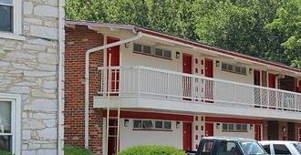 Hometown Inn Staunton - Staunton - Building