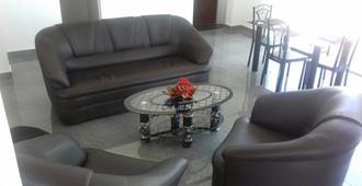 Padmasiri Holiday Resort - Anuradhapura - Living room