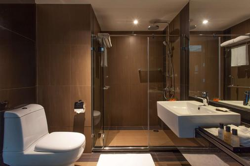 Golden Tulip Mandison Suites - Bangkok - Bathroom