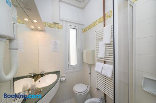 莫齊奧飯店 - 迪亞諾馬里納 - 浴室