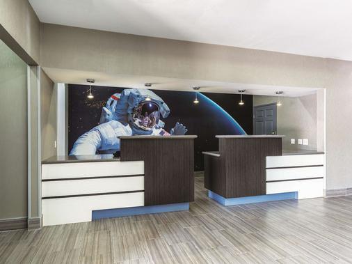 La Quinta Inn & Suites By Wyndham Houston/Clear Lake-Nasa - Webster - Front desk