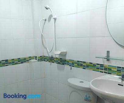 Sri Krungthep Hotel - Bangkok - Bathroom