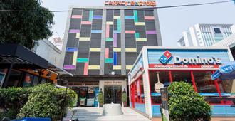 Legacy Express Sukhumvit - Bangkok - Edificio