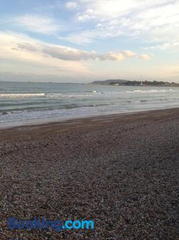 Cornubia Guest House - Weymouth - Beach