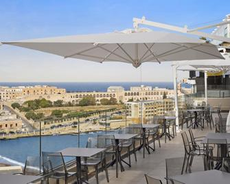 Holiday Inn Express Malta - St. Julian's - Building