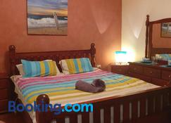 JUST-4-YOU! amazing sea views, WIFI, fullly air-conditioned, king bed - Vincentia - Schlafzimmer