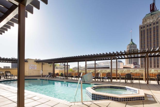 Drury Inn & Suites San Antonio Riverwalk - San Antonio - Uima-allas