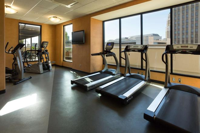 Drury Inn & Suites San Antonio Riverwalk - Сан-Антонио - Спортзал