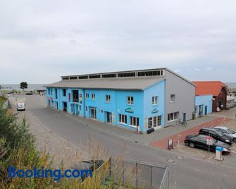 Kutterfisch Kajüten Direkt im Stadthafen - Saßnitz - Building