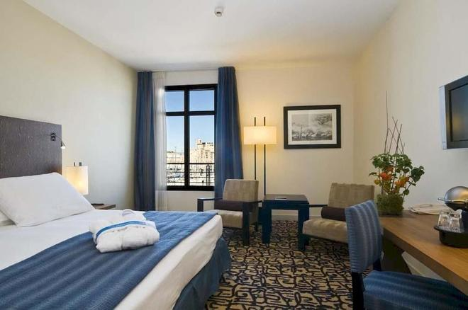 Radisson Blu Hotel, Marseille Vieux Port - Μασσαλία - Κρεβατοκάμαρα