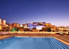 ラディソン ブル ホテル、マルセイユ ビュー ポート - マルセイユ - プール