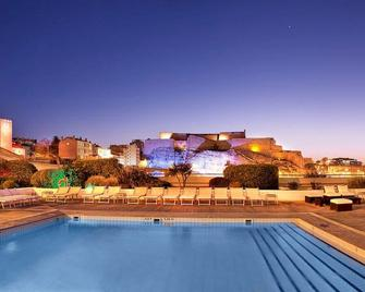 Radisson Blu Hotel, Marseille Vieux Port - Marseille - Zwembad