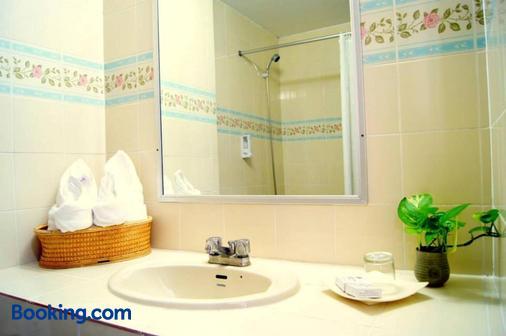 Ymca International Hotel - Chiang Mai - Bathroom