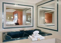Days Inn Longview South - Longview - Bedroom