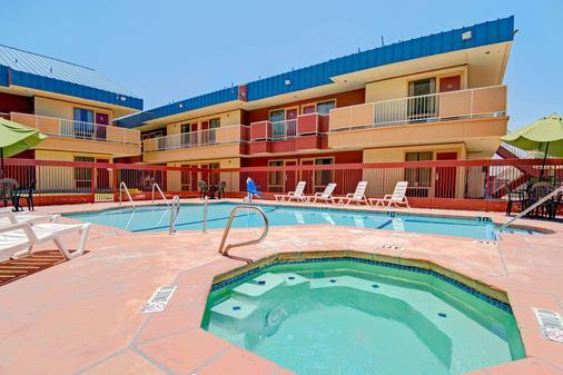 華美達套房酒店 - 埃爾帕索 - 埃爾帕索 - 游泳池