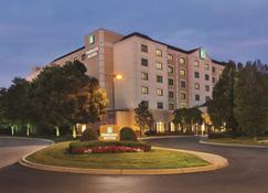 Embassy Suites by Hilton Louisville East - Louisville - Byggnad
