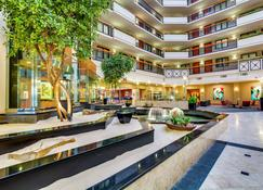 Embassy Suites by Hilton Louisville East - Λούισβιλ - Σαλόνι ξενοδοχείου