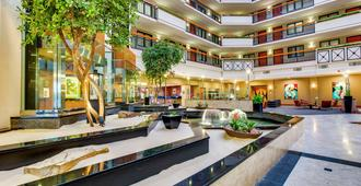 Embassy Suites by Hilton Louisville East - Louisville - Resepsjon