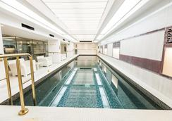 Town Hall Hotel & Apartments - London - Pool