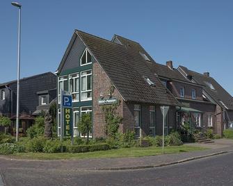Hotel Am Elisabethufer - Jever - Building