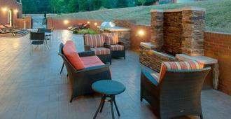 Fairfield Inn & Suites by Marriott Charlotte Matthews - Charlotte - Hàng hiên