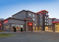 Days Inn & Suites by Wyndham Edmonton Airport - Leduc - Rakennus