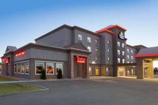 Days Inn & Suites by Wyndham Edmonton Airport - Leduc - Building