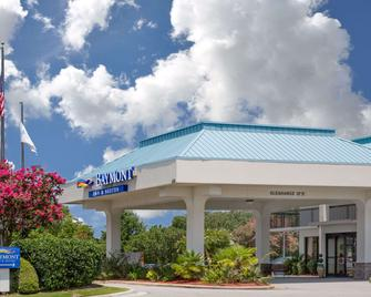 Baymont by Wyndham Camp Lejeune - Jacksonville - Building