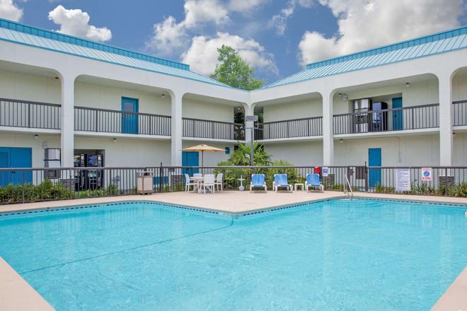 貝蒙特/勒瓊野營套房酒店 - 傑克遜維爾 - 傑克森維爾 - 游泳池
