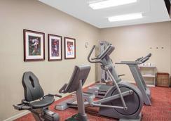 貝蒙特/勒瓊野營套房酒店 - 傑克遜維爾 - 傑克森維爾 - 健身房