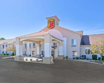 Super 8 by Wyndham Cloverdale - Cloverdale - Building