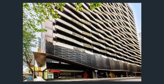 Aura On Flinders Serviced Apartments - Melbourne - Building