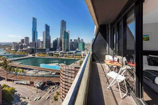 Aura on Flinders Serviced Apartments - Melbourne - Parveke