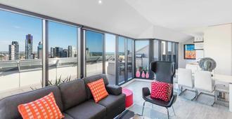 Aura on Flinders Serviced Apartments - Melbourne - Living room