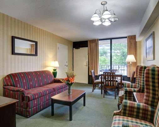 Quality Inn Tysons Corner - Vienna - Living room