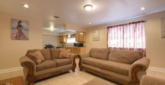 New!! Super Spacious Nola Home/ Amazing Rates!! - Новый Орлеан - Гостиная