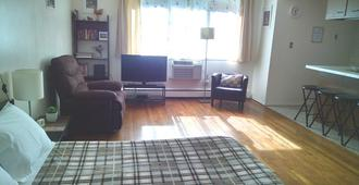 Quiet Studio, 20 minutes to downtown, 1 month minimum - Chicago - Sala