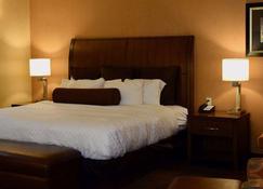 Evergreen Resort - Cadillac - Bedroom