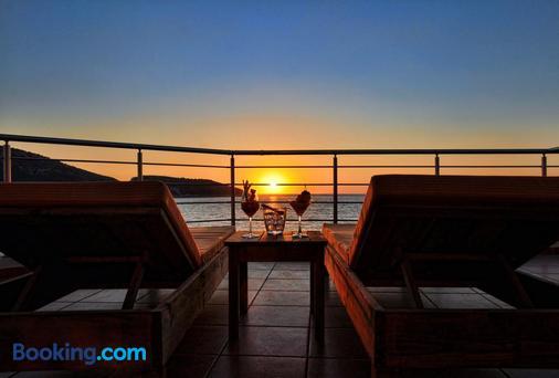 Faros Luxury Suites - Marathopolis - Balcony