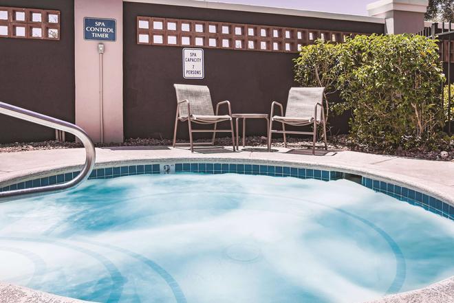 La Quinta Inn & Suites by Wyndham Las Vegas Summerlin Tech - Las Vegas - Pool