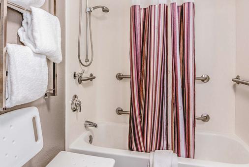 La Quinta Inn & Suites by Wyndham Las Vegas Summerlin Tech - Las Vegas - Baño