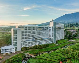 Le Eminence Hotel Convention & Resort Ciloto - Puncak - Puncak - Building