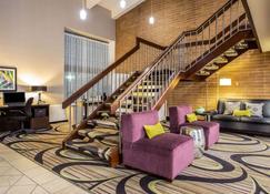 La Quinta Inn by Wyndham Oshkosh - Oshkosh - Lobby