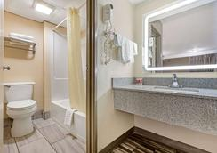 Econo Lodge Downtown - Augusta - Bathroom