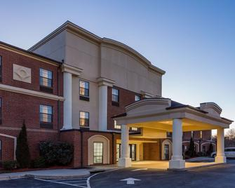 Wingate by Wyndham High Point - High Point - Building