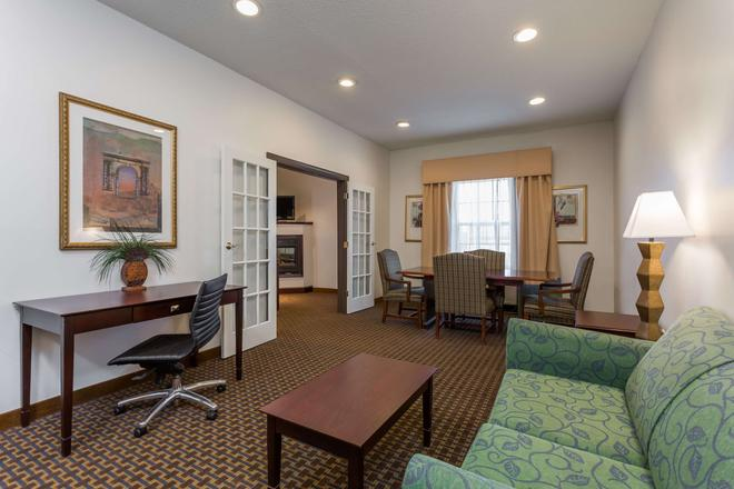 Wingate by Wyndham High Point - High Point - Living room