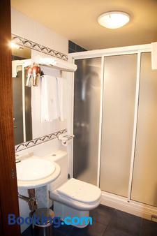 Hotel Entrecercas - Santiago de Compostela - Bathroom